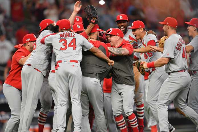 Feest bij de St. Louis Cardinals na de monsterscore in Atlanta.