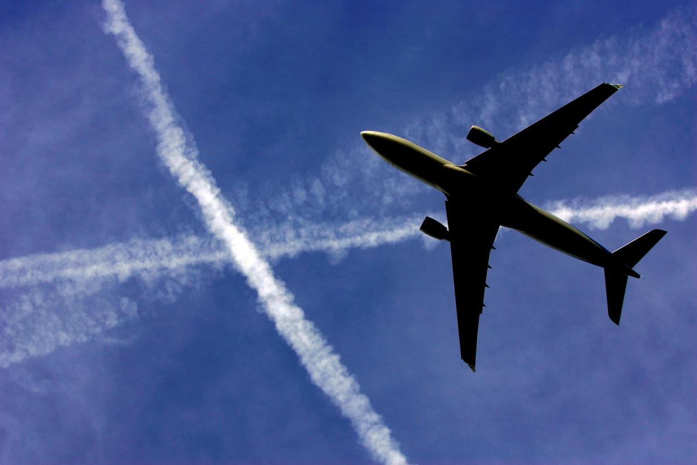 SCHIPHOL - Een KLM-toestel stijgt op. ANP PHOTO ROBERT VOS