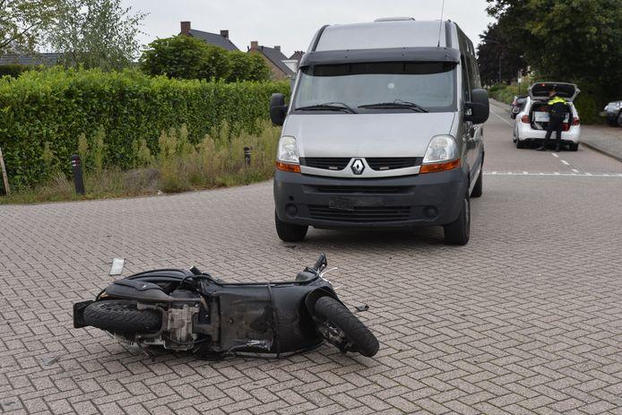 Scooterrijder gewond bij ongeluk in Breda.