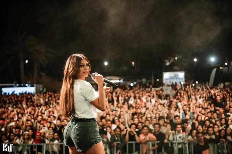Haifa Wehbe werd op de vingers getikt voor deze outfit.