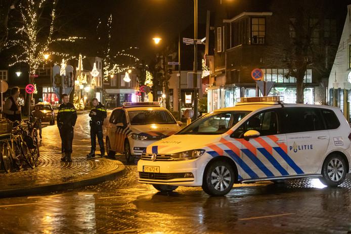 Wederom vechtpartij in t' Bonte Paard in Laren. Rond 23.00 uur gisteravond werden veel politie-eenheden gestuurd naar het café t' Bonte Paard in Laren.