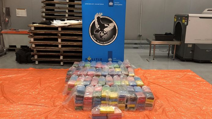 In totaal werd er 421 kilo cocaïne gevonden.
