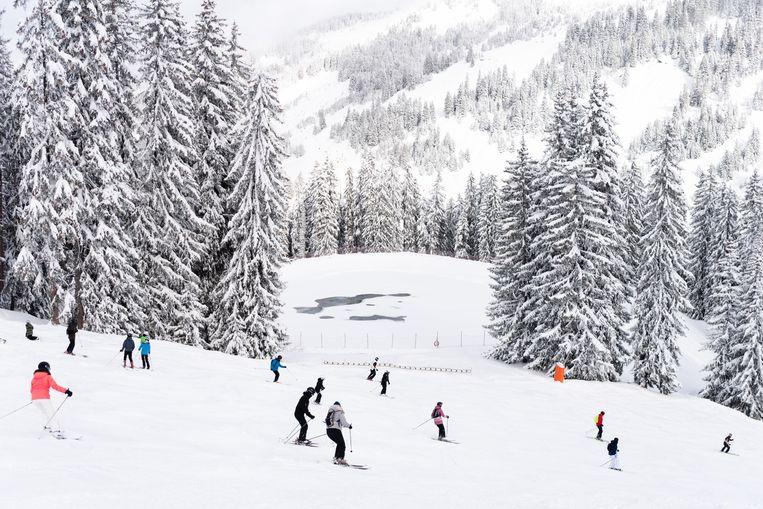 Skiërs in Portes du Soleil. Beeld Katja Poelwijk