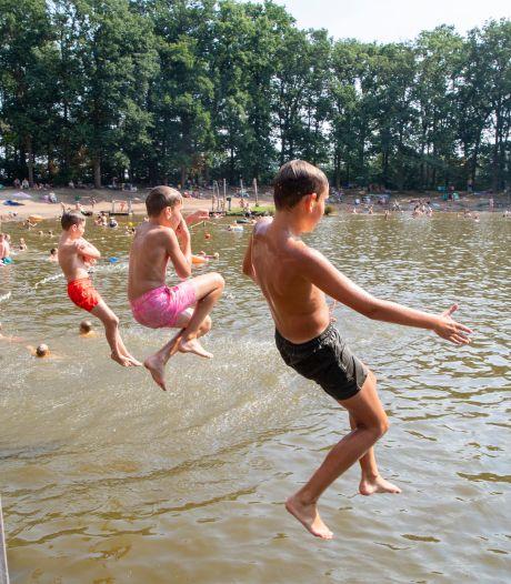 'Gemengd zwemmen' mag weer in Lemelerveld, coronamaatregelen beetje versoepeld