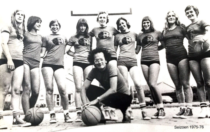 De kersverse eredivisionist in 1975, met coach Gé Westgeest.