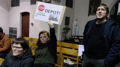 """#TeamBranst protesteert met pamfletten en 478 handtekeningen tijdens rumoerige infovergadering: """"Wij willen geen depot in onze kerk, geef ons eindelijk inspraak"""""""
