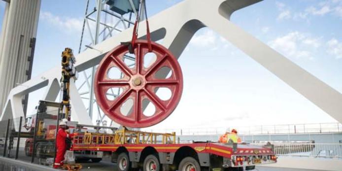 Omloopwiel Botlekbrug wordt vervangen.