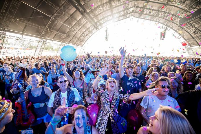De  Smartlappenkaraoke tijdens de derde dag van de 26e editie van muziekfestival A Campingflight to Lowlands Paradise.