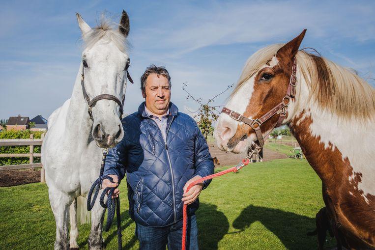 luc claeys met twee van zijn paarden