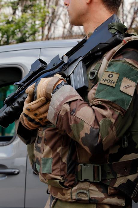 Un militaire tire sur un homme qui le menaçait avec un couteau à Lyon
