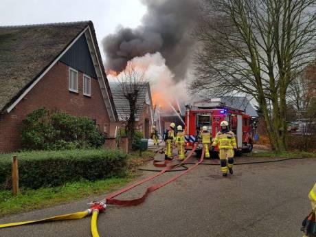 Veel schade bij grote brand bij bouwbedrijf in De Heurne