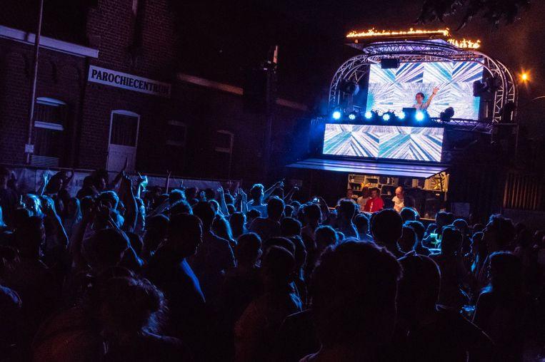 Een sfeerbeeld van vorig jaar van het LUX-festival in hartje Rollegem