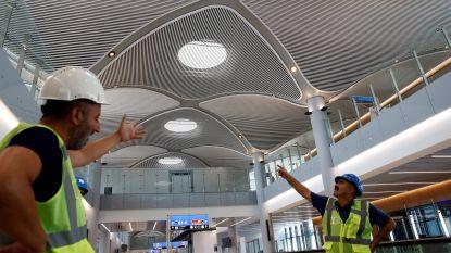 """Turkse politie pakt honderden ontevreden arbeiders op in nieuw luchthaven Istanboel die """"grootste ter wereld"""" moet worden"""