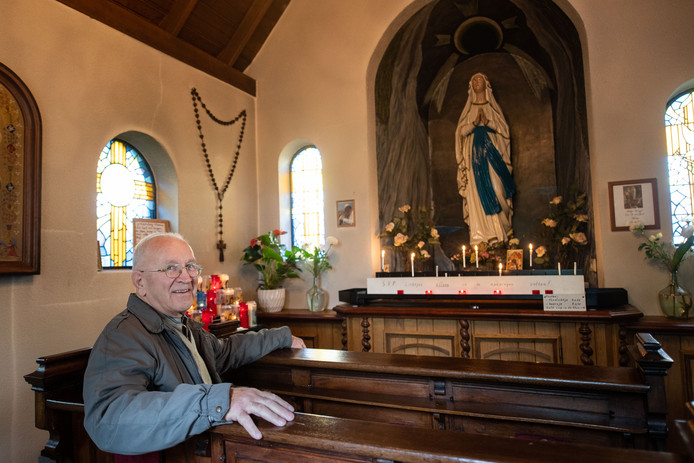 Henk ten Berge (87) onderhoudt al jarenlang de populaire Mariakapel in Tilligte.