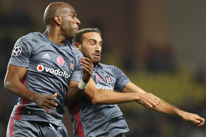 Aangever Babel viert de 1-2 met doelpuntenmaker Tosun.