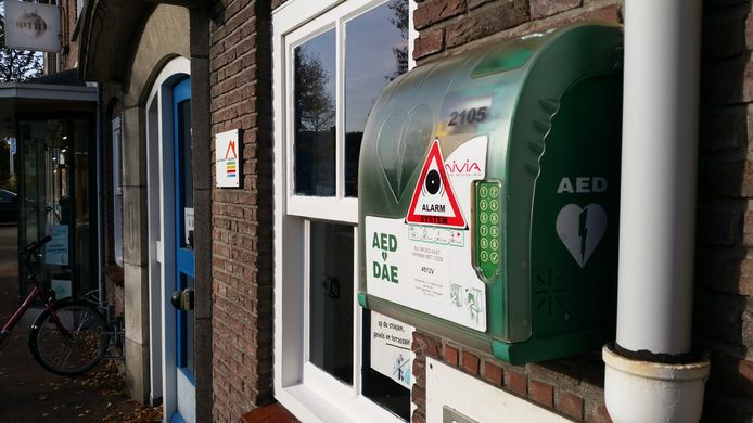AED's die in de volle zon hangen, kunnen oververhit raken en hun werking verliezen.