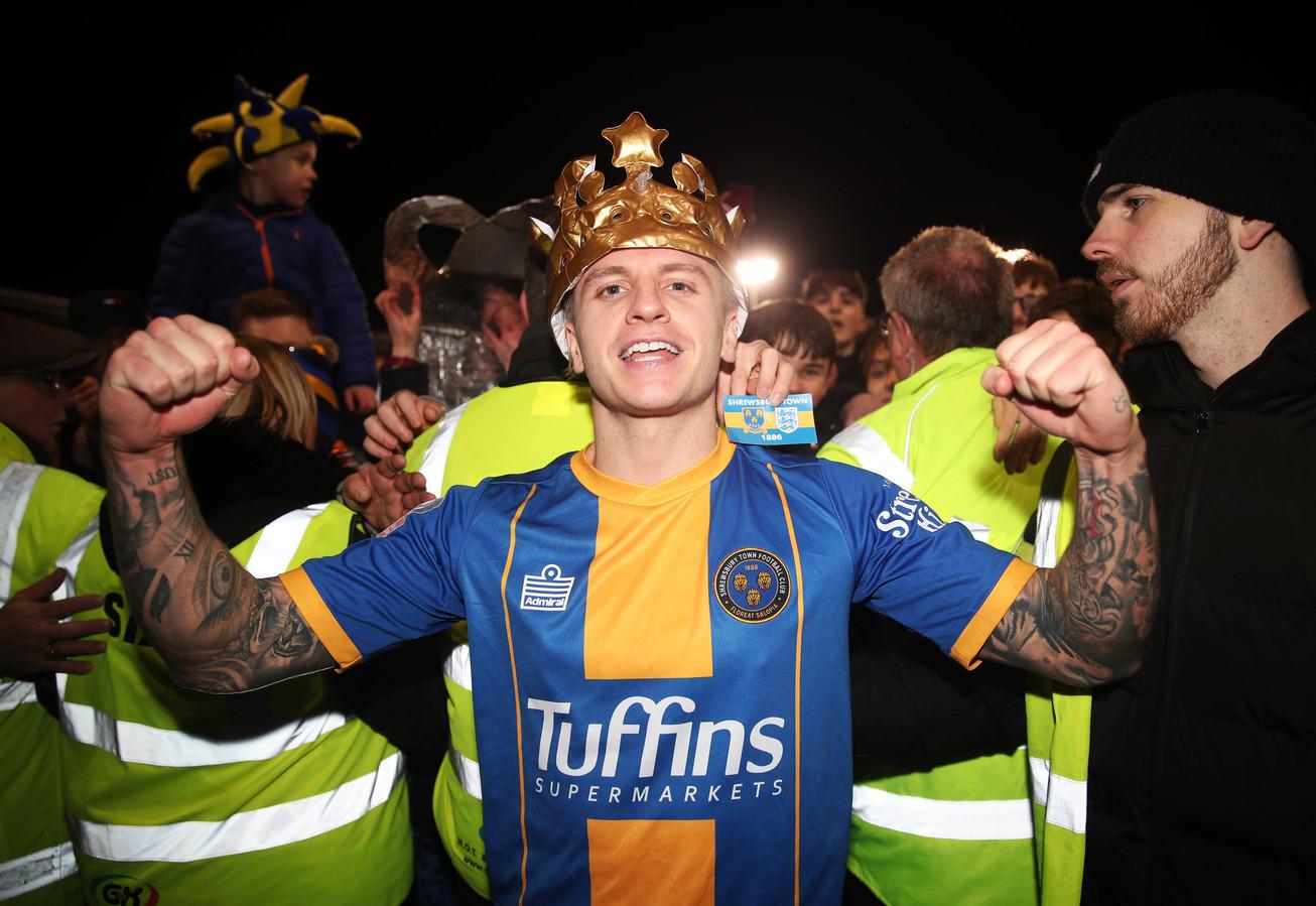 Jason Cummings is de gevierde man in Shrewsbury.