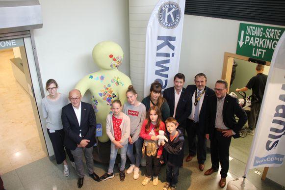 De K-Doll van Kiwanis fleurt de cafetaria van het az Glorieux op.