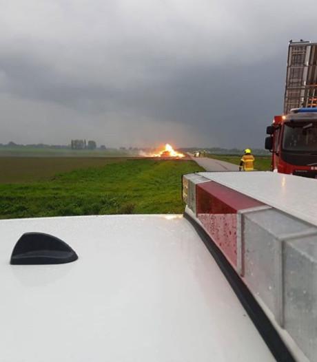 Hooiberg in brand langs de Molenweg