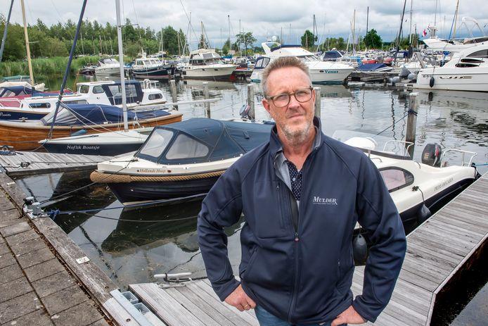 De steigers liggen meer dan vol in Jachthaven Strand Horst. ,,Met nog vijftig, zestig plekken erbij zou het zo weer vol zijn'', zegt havenmeester André Molenaar.