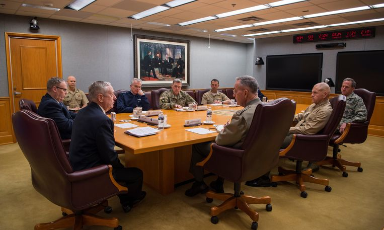 J23DR7 U.S. Secretary of Defense James Mattis meets with the Joint Chiefs of Staff at the Pentagon January 23, 2017 in Washington, DC.    (photo by Brigitte N. Brantley/DoD via Planetpix) Beeld Alamy Stock Photo
