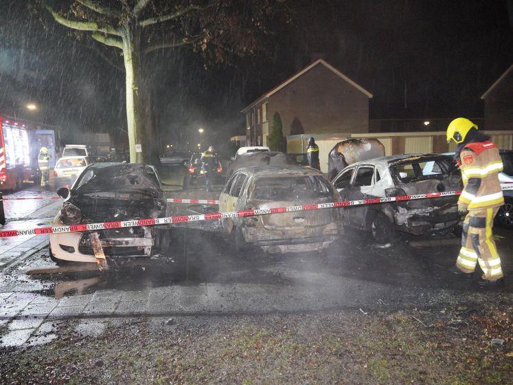 Politie: Wie weet er meer van autobranden in Wijchen?