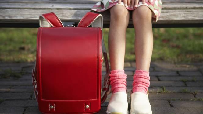 Kind met rugpijn? Steek het niet op de boekentas