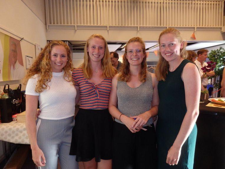 Dochters Milou (VN in Israël), Sira (student gezondheid & leven), Tamar (Stichting Waag Society) en Laura (student biomedische wetenschappen). Prima nest Beeld Schuim