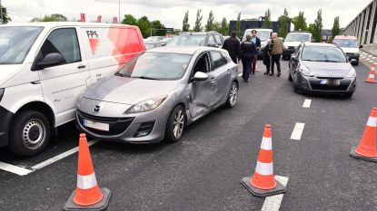 Medewerkster parking Kortrijk Xpo botst… op parking Kortrijk Xpo
