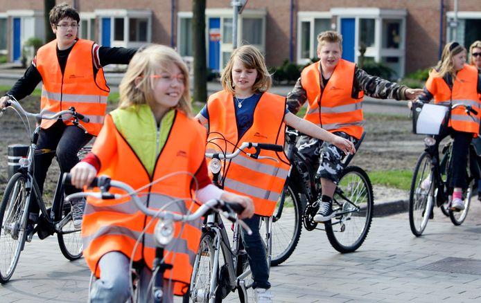 Leerlingen basisschool tijdens een verkeersexamen.