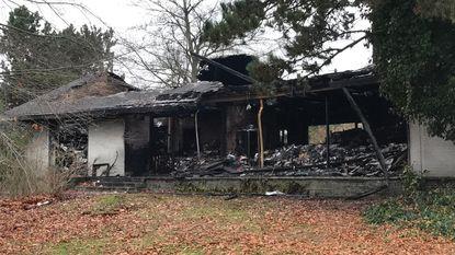 Blauwe asbest vrijgekomen bij villabrand, Opelgarage gesloten