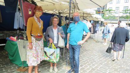 """Marktkramers terug in Roeselare, na twee maanden pauze. """"Dit voelt als eerste schooldag: leuk, maar onwennig"""""""