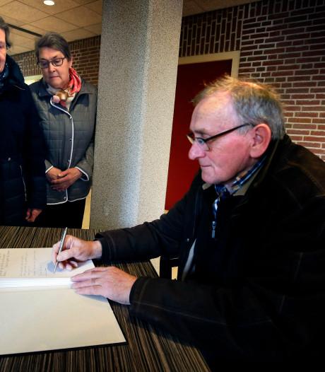 Gemeenteraad Vijfheerenlanden moment stil voor omgekomen slachtoffers aanslag in Utrecht