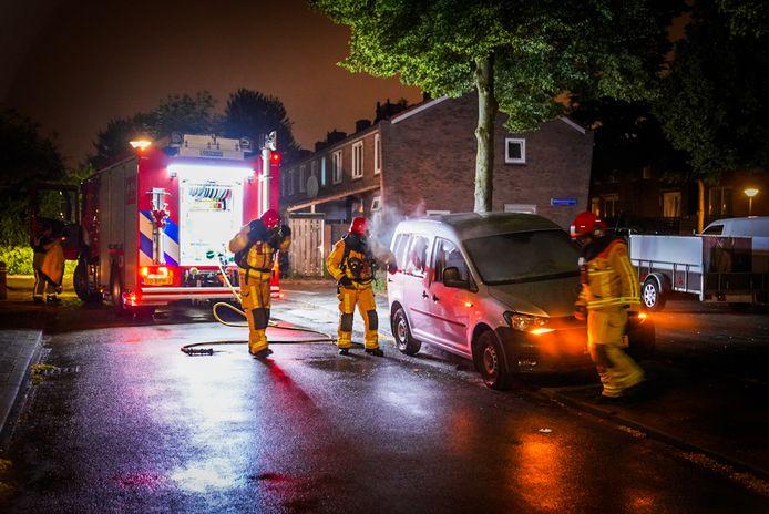 Opnieuw is er een auto in brand gestoken in Eindhoven.