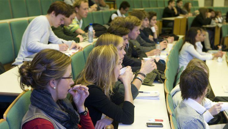Studenten in een collegezaal van de Erasmus Universiteit. Beeld anp xtra