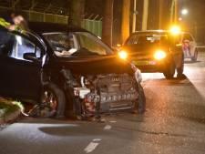 Automobilist verliest macht over stuur, botst op geparkeerde wagens in Ede