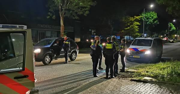 Klopjacht in Dinxperlo: achtervolging auto eindigt met ongeluk waarna inzittenden te voet vluchten.
