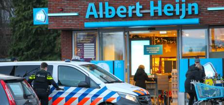 Gewapende man met petje spoorloos na overval op supermarkt in Vaassen: 'Naar dat je zo wanhopig bent'