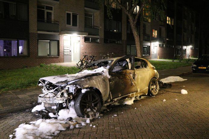 In de nacht van vrijdag op zaterdag is een BMW volledig verwoest door brand in IJsselstein