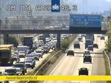 Half uur vertraging op A12 richting Arnhem tussen Duitse grens en Duiven door vakantieverkeer