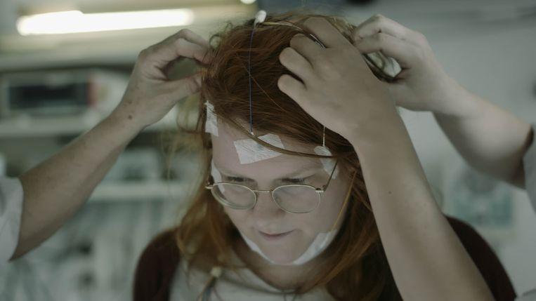 In de documentaire 'In de armen van Morpheus' volgt filmmaker Marc Schmidt Nederlanders en Vlamingen die aan allerlei vormen van slaaponrust lijden. Beeld