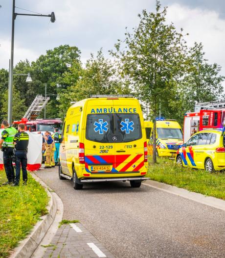 26-jarige Helmonder overleden nadat hij met motor botst op boom, Oostenrijkse vrouw (23) gewond naar ziekenhuis