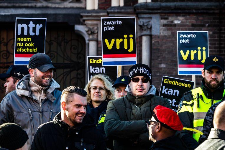 Leden van de harde kern van PSV in Eindhoven.  Beeld ANP
