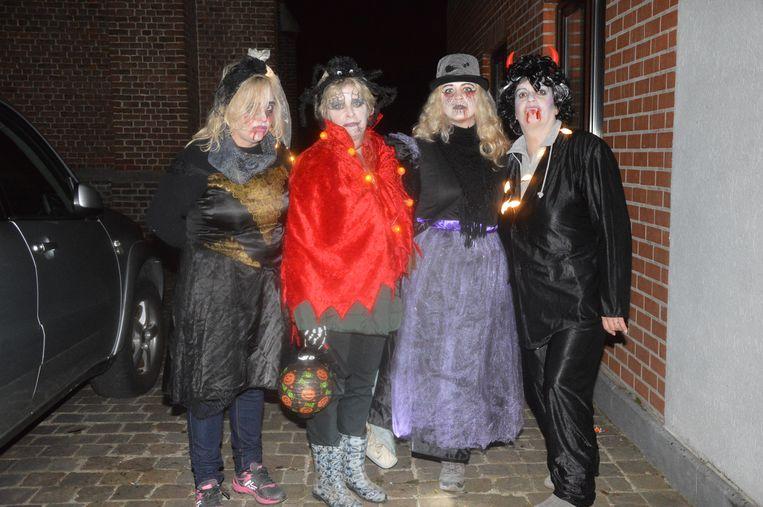 Marina en Sandy Van den Borre namen samen met enkele andere familieleden deel.