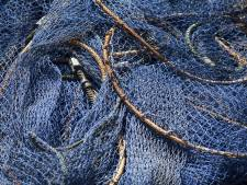 Duikers halen 750 kilo visnetten uit Noordzee