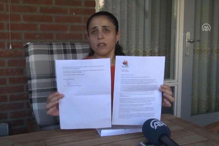 'Hoe kan ik met een gerust hart mijn kinderen naar die school sturen?', zegt moeder Nefise tegen het Turkse staatspersbureau. Beeld