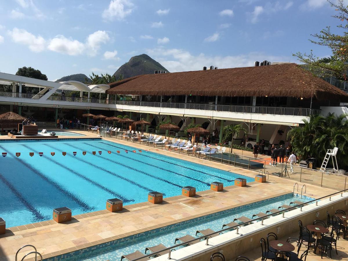 Holland heineken huis verrijst als beachclub in rio foto - Fotos van het zwembad ...