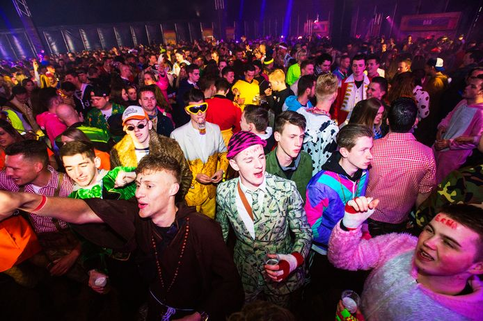 Het is al bijna niet meer voor te stellen, met duizenden in een dampende tent. Hier Stuiterbal editie 2019.