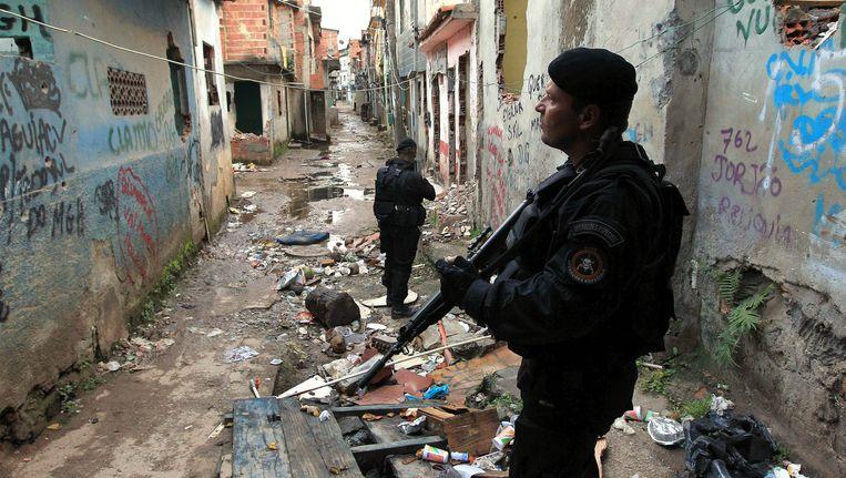 Politie in Manguinhos. Beeld EPA