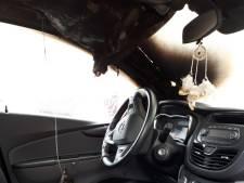 Grote schade door brandende autospiegel in Dommelen, waarschijnlijk opzet